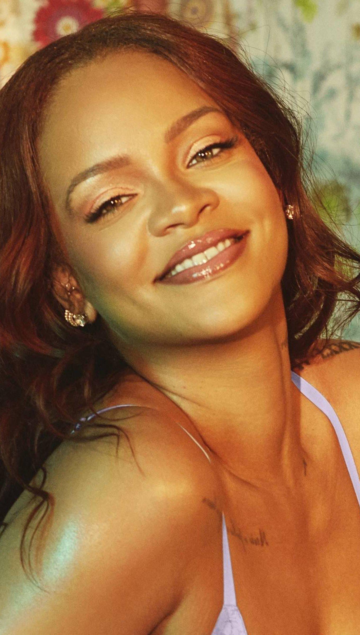Fondos de pantalla Rihanna sonriendo Vertical