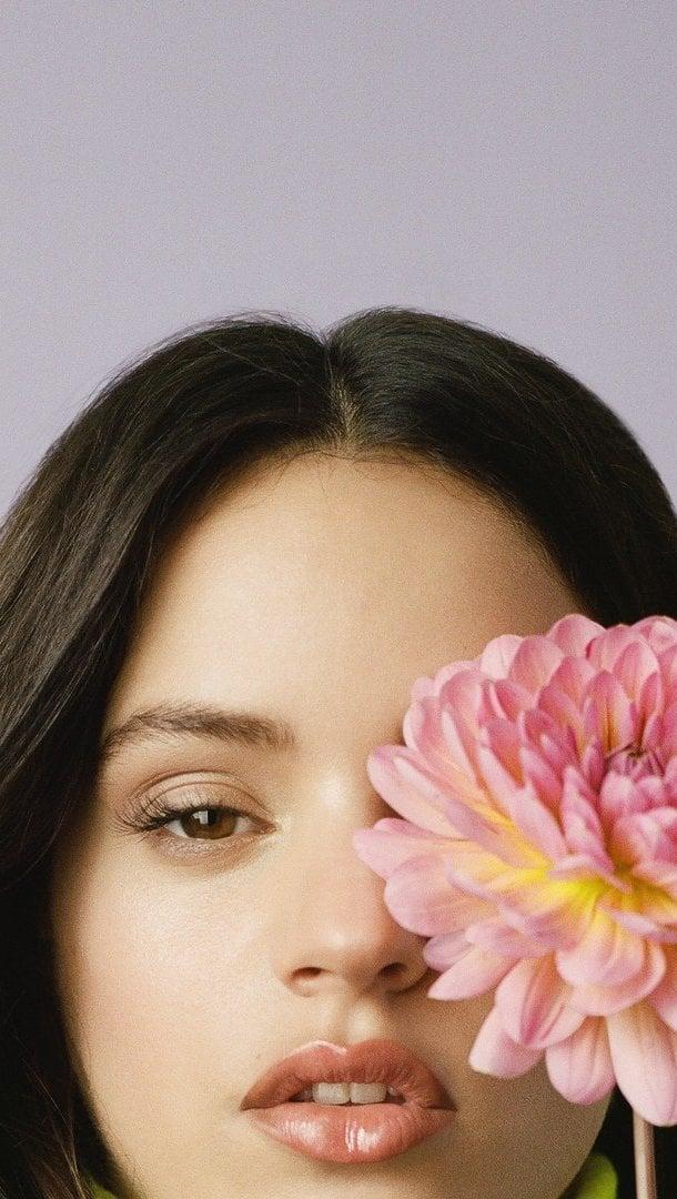 Fondos de pantalla Rosalía con flor Vertical