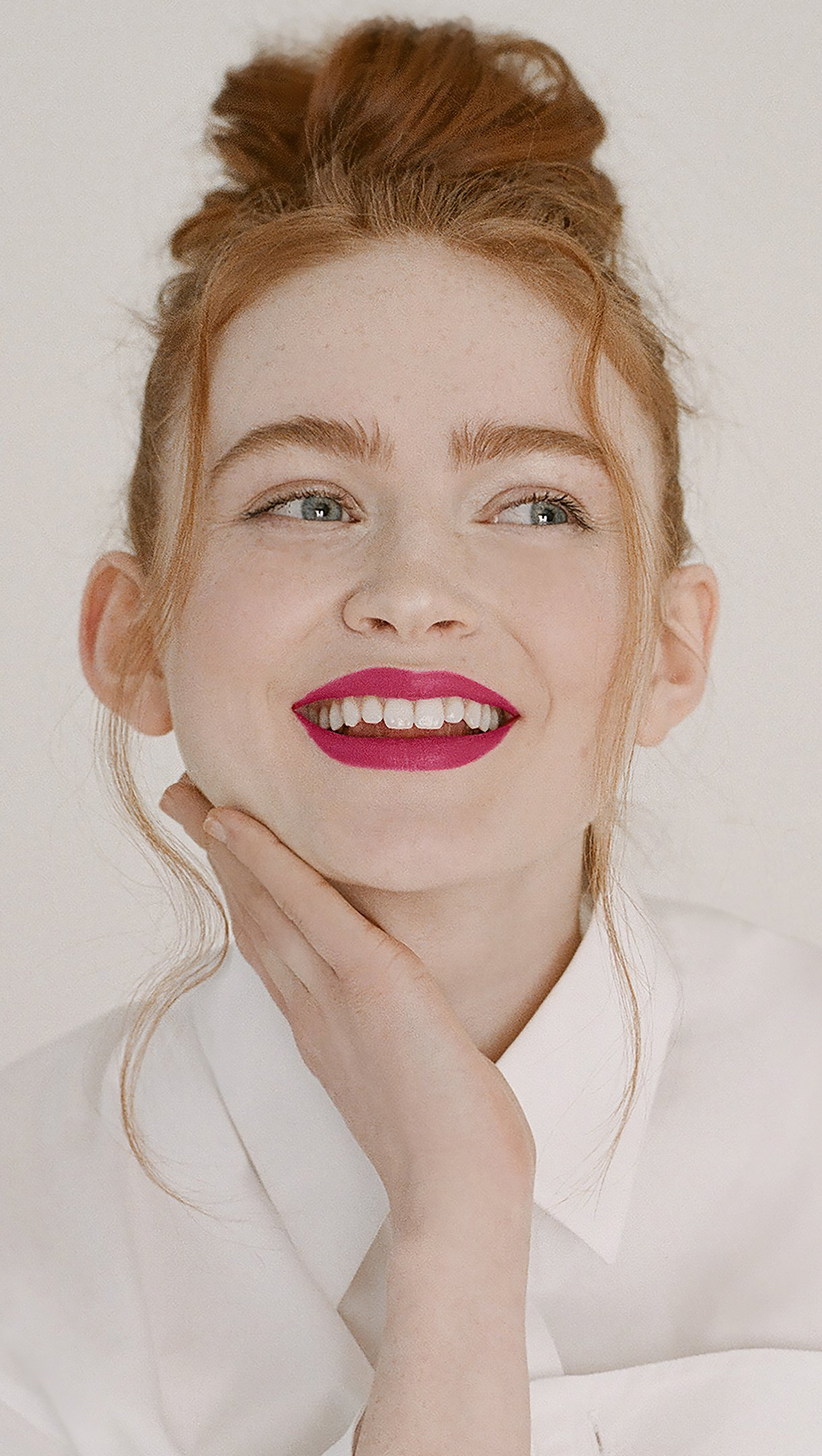 Fondos de pantalla Sadie Sink Givenchy Beauty Capaign 2021 Vertical