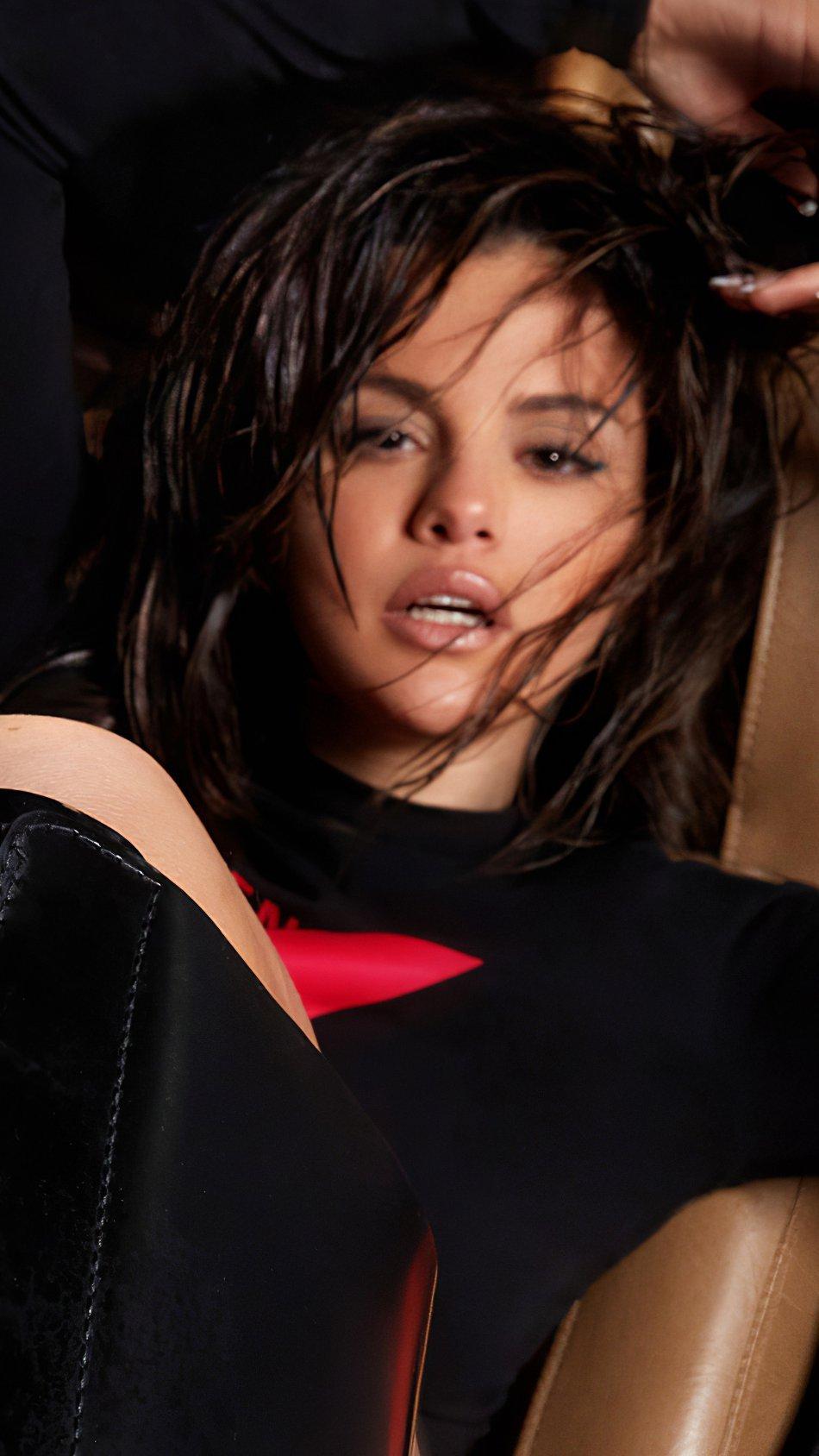 Wallpaper Selena Gomez in sports car Vertical