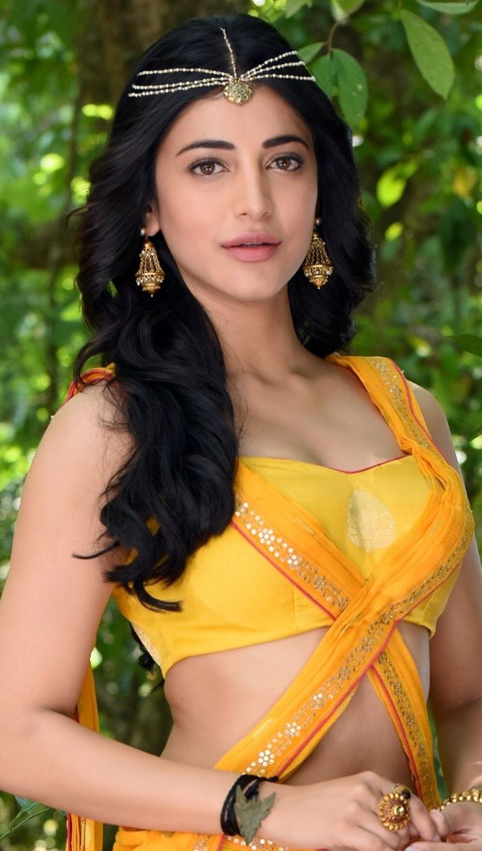Wallpaper Shruti Hassan in bushes Vertical