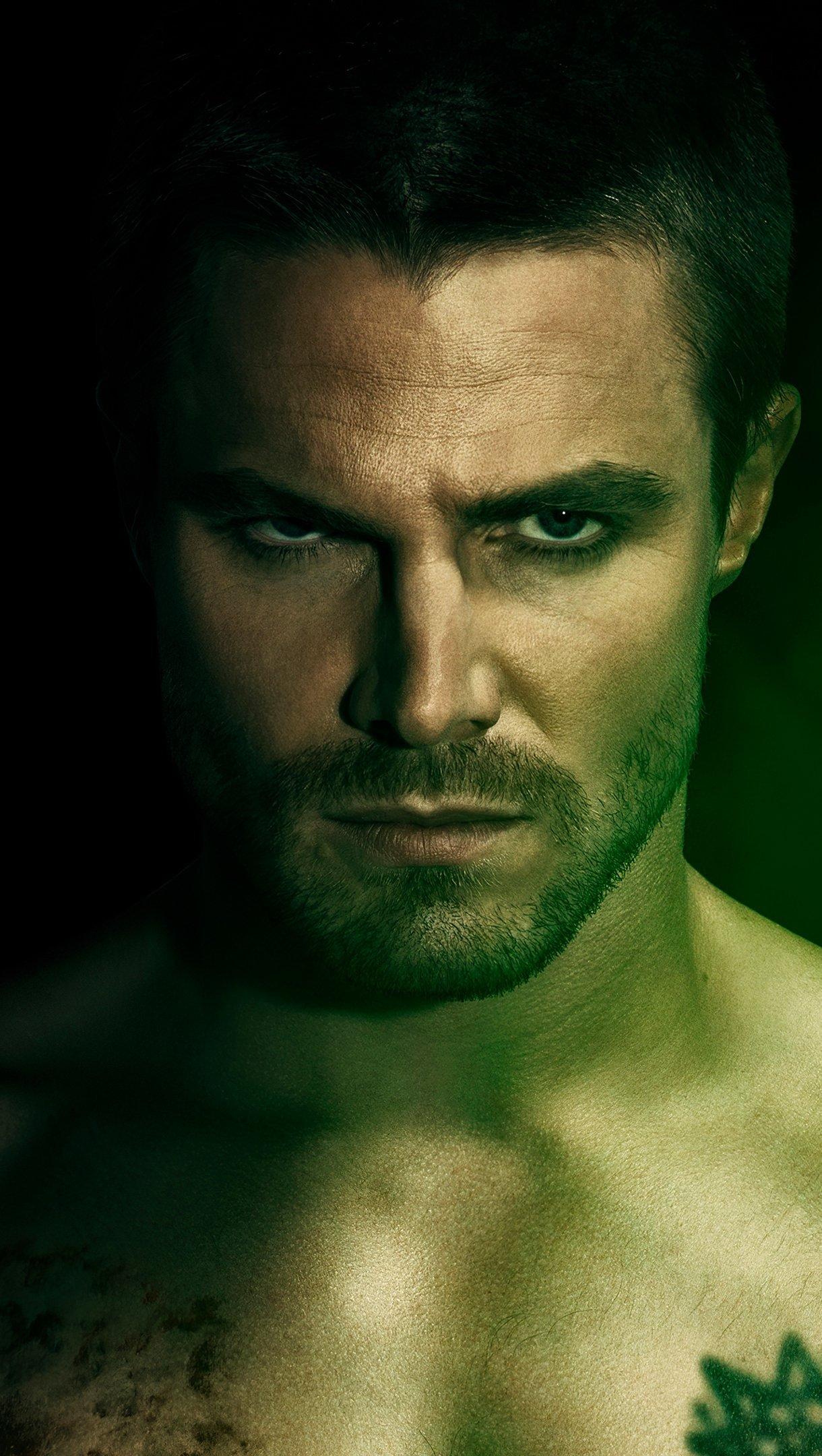 Fondos de pantalla Stephen Amell como Oliver Queen en Arrow Vertical