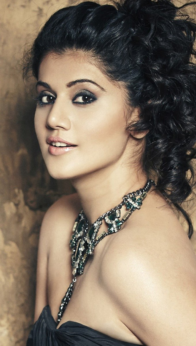 Wallpaper Taapsee Pannu Vertical