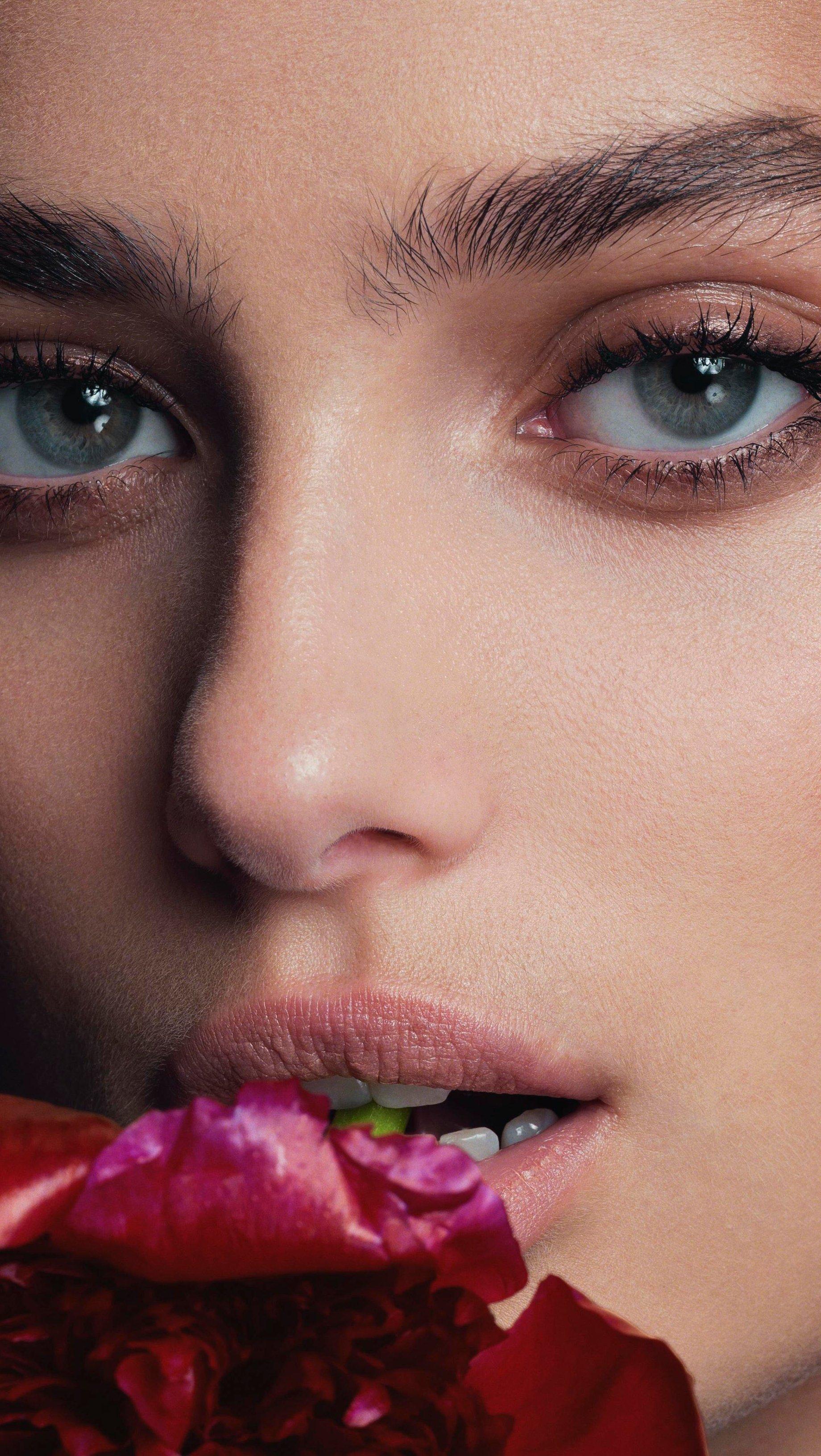 Fondos de pantalla Taylor Hill con flor Vertical