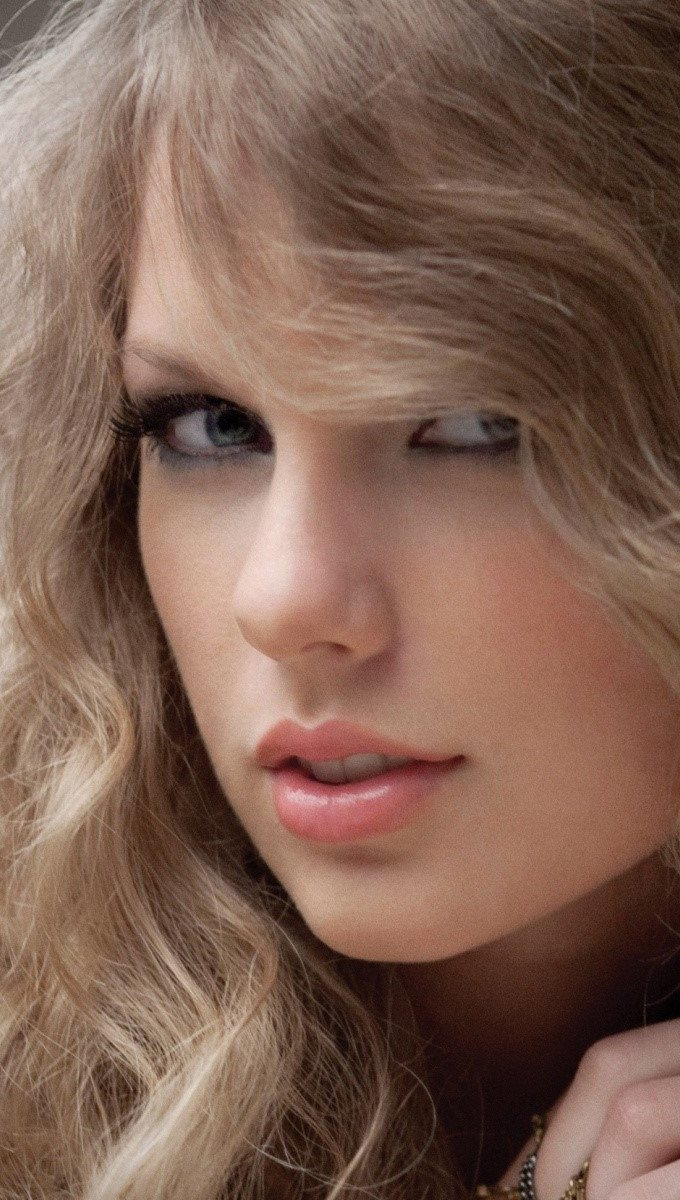 Wallpaper Taylor Swift with curly hair Vertical