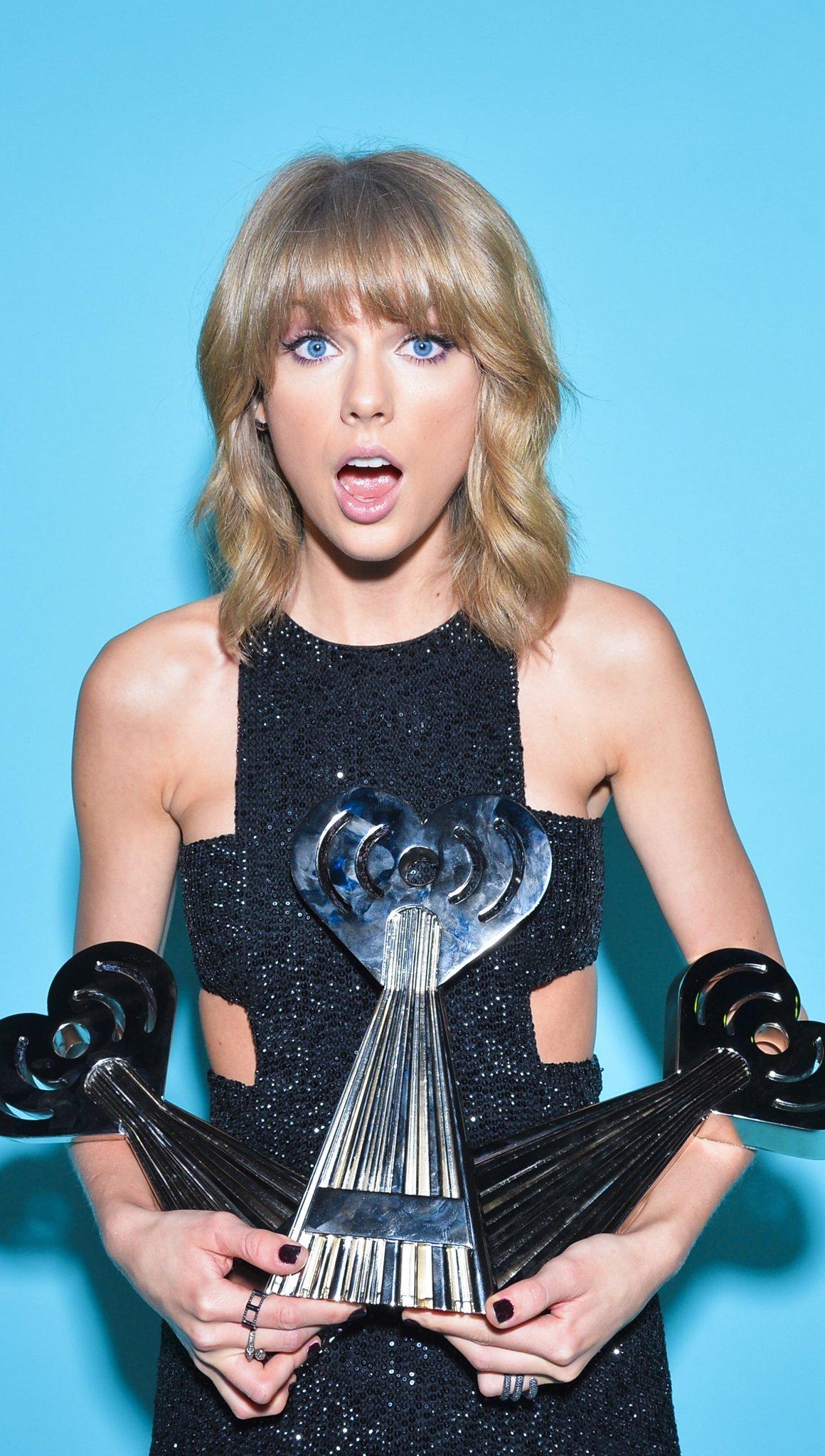 Fondos de pantalla Taylor Swift con premios iHeart Vertical