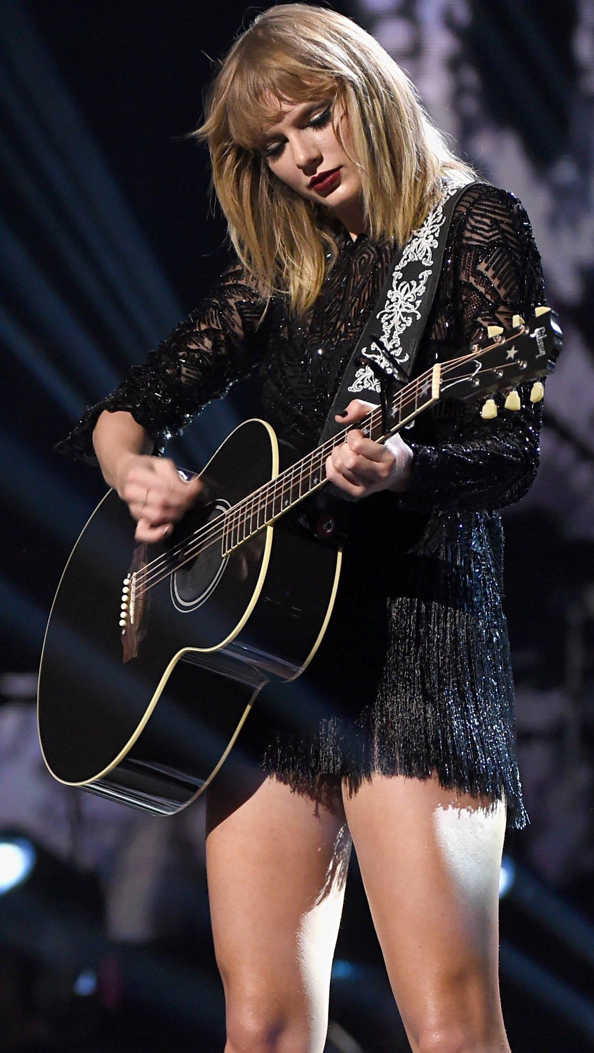 Fondos de pantalla Taylor Swift en MTV music awards 2017 Vertical