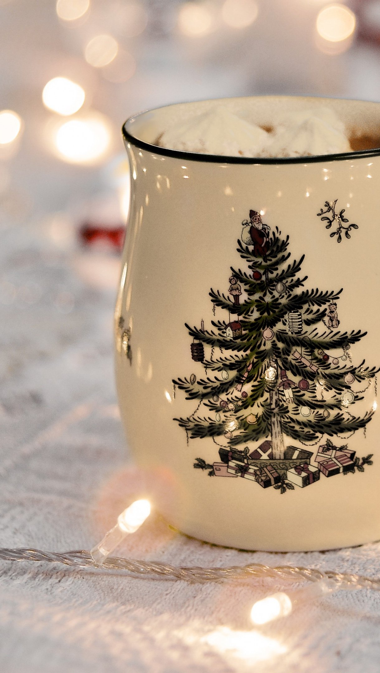 Wallpaper Christmas mug with lights Vertical