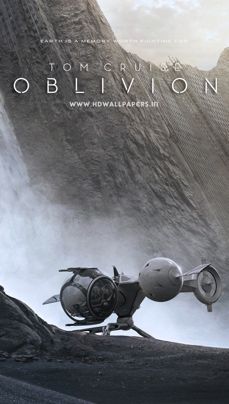Wallpaper Tom Cruise in the movie Oblivion Vertical