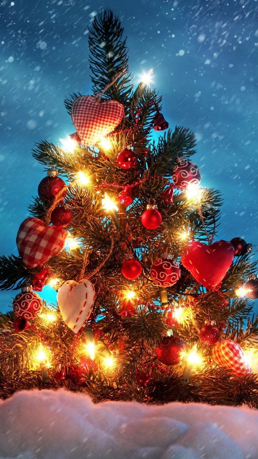 Wallpaper A beautiful Christmas tree Vertical