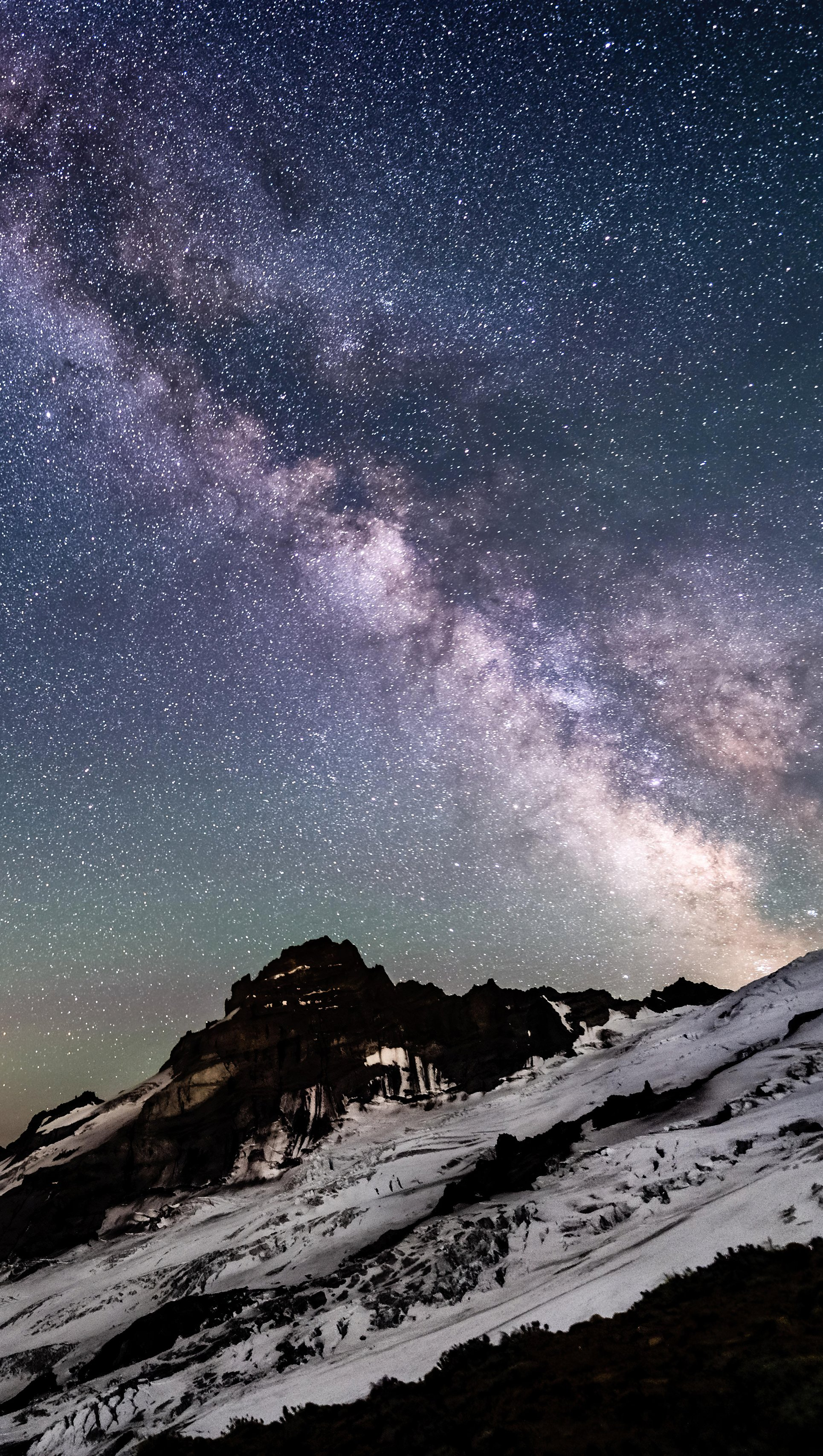 Fondos de pantalla Via láctea sobre las montañas Vertical