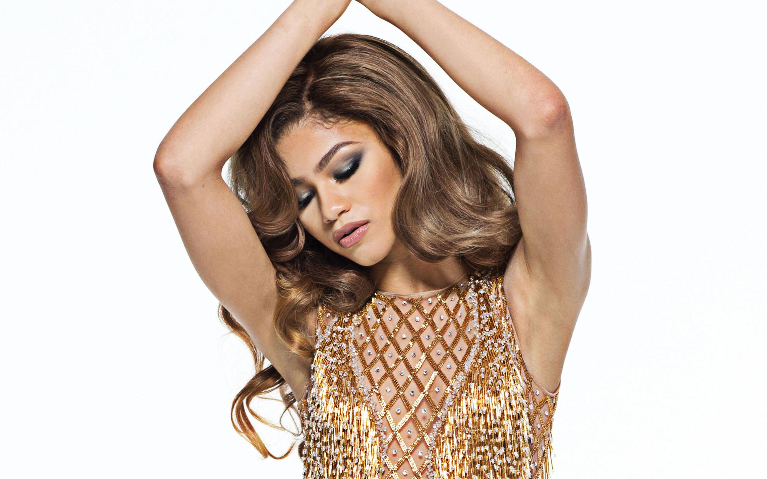 Fondos de pantalla Zendaya Coleman en vestido dorado